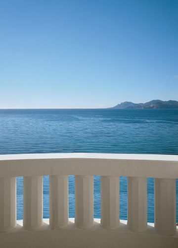 Sea-View-Deluxe-Room-Balcony©-Jerome-Kelagopian